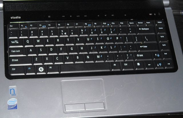 dell studio tastatura Dell Studio 1537   Notebook sa stilom